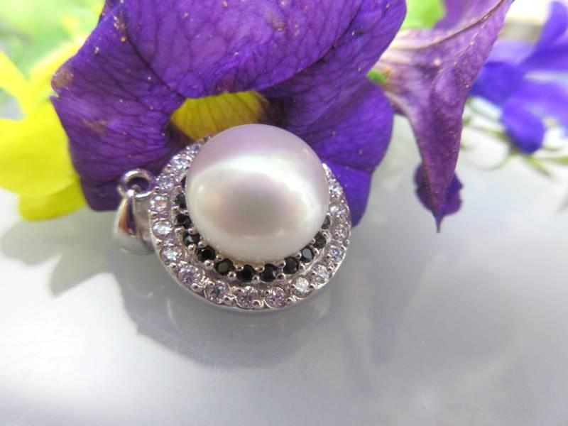 Anhänger mit Perlen