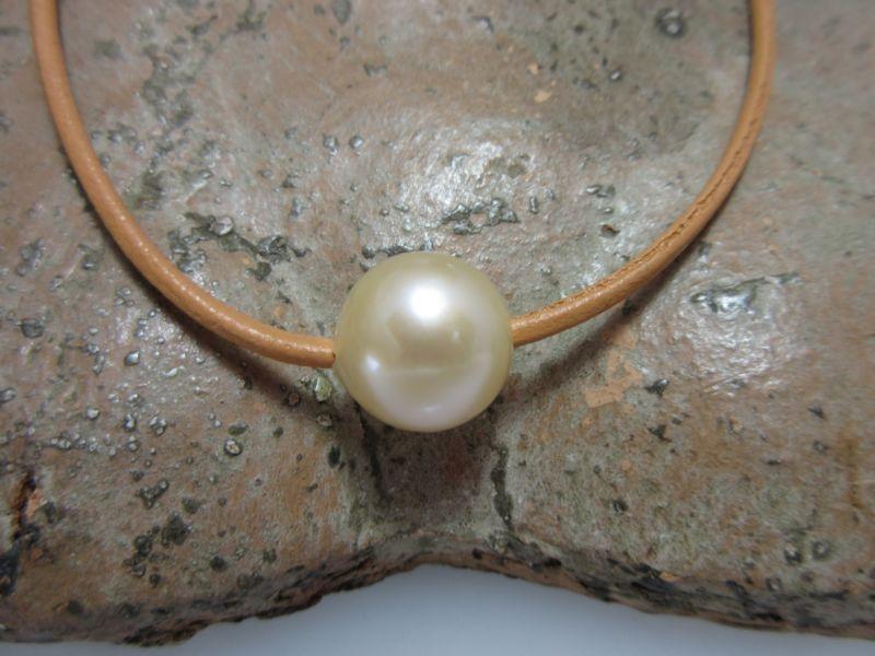 Lederschnur mit Perle