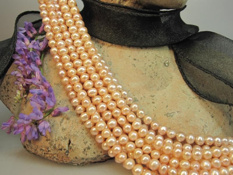 Perlenkette apricot