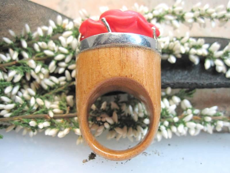 Fingerring Holz mit Koralle