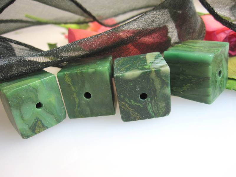 Jade Würfel
