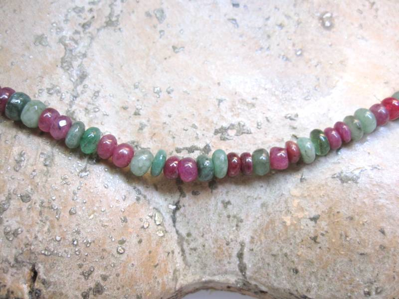 Halskette Rubin Smaragd