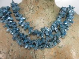 Apatitkristalle als Strang bedampft mit Silber auf Stahllitze