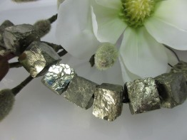 Pyrit Würfel : Einzelne Edelsteinperle mit 17mm