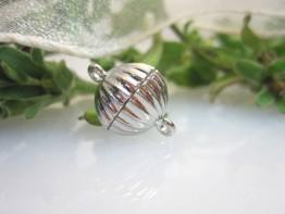 K30 -- Silberfarbene 13mm Magnetschließe/rund - gekerbt