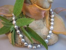 Silberfarbener Strang Zuchtperlen potatoeförmig, schön