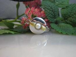GS38 -- Excl. echtgoldene 585er Schließe mit Perlen verziert