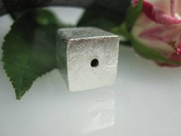 ZS540 -- Neu : 1 Stück Würfel 12x12mm matt Kupfer versilbert