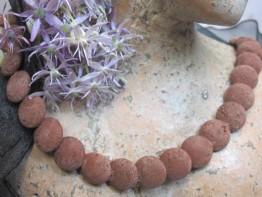 Schöner Schlangenstrang aus rotbrauner Lava mit 14mm Scheiben