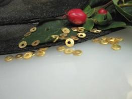 ZS558 -- Neu : 20 Stück gelochte Scheibe Kupfer vergoldet