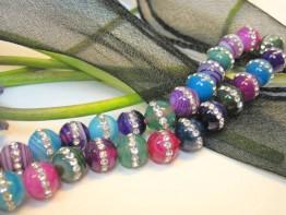 Ausnahmestrang: Mehrfarbige Achatedelsteine + Kristallbesatz