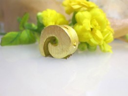 ZS591 -- Neu : 1 Stück mattierte Schnecke Kupfer vergoldet