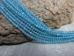 Apatit Strang / Blaue Edelsteine mit 2,5mm Kugeln facettiert 39cm