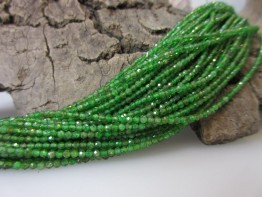 Chromdiopsid klein, Strang aus winzigen -chromgrünen- 2,2mm Kugeln