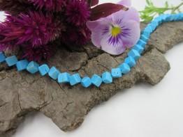 Howlith Würfelstrang 5x5mm/ blau gefärbt Länge 42cm