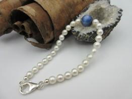 Perlenarmband mit Disthenkugel Länge 20cm