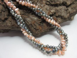 Perlenkette 3-reihig Saatperlen silbern/apricot incl. Karabiner
