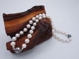 Perlenkette mit Langerschließe, Süßwasserperlen+Amethystkugeln