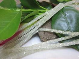 Prehnit pastellgrün, Strang facettierte Scheiben 3mm Durchmesser
