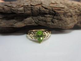 Ring Peridot Gold 375er moderne Arbeit Ringgröße 54