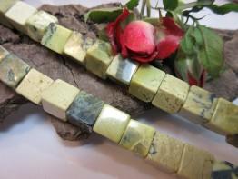 Serpentin Würfel 10mm Strang mit wunderschöner Bänderung