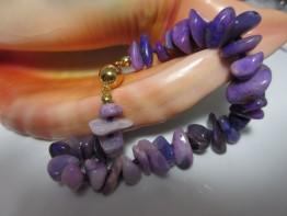 Sugilith Armband lilafarbene Edelsteine
