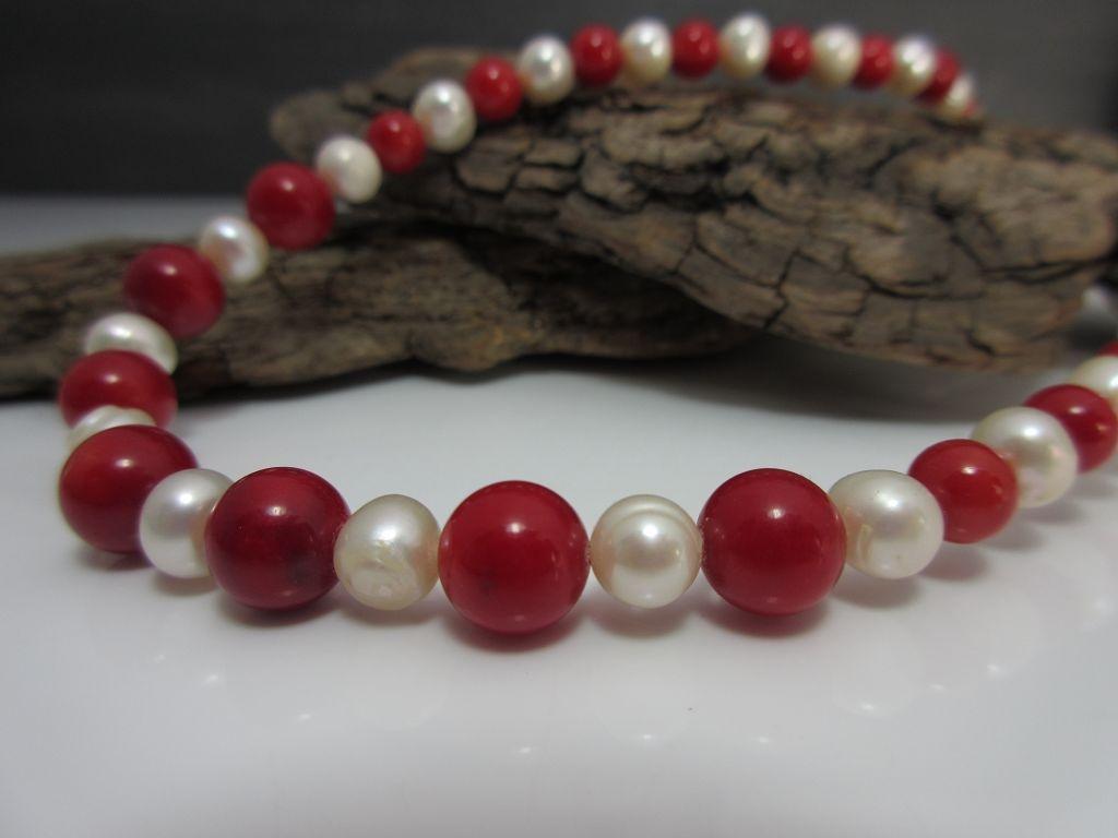 Perlenkette mit Koralle